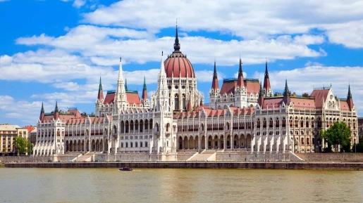 budapest-parlament-building-1500x850__4_.jpg