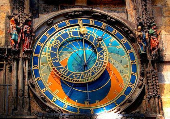 horloge-astronomique-medievale-prague-L-B2uZ7N